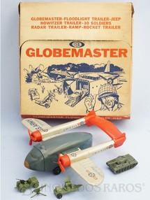 1. Brinquedos antigos - Ideal - Conjunto Globemaster com Avião Bimotor Fairchild C-119 Transporte de Tropas C-184-10 de 56,00 cm de envergadura Acompanha Jeep Tanque de Guerra Metralhadora e Radar ano 1963