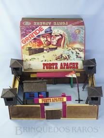 1. Brinquedos antigos - Casablanca e Gulliver - Conjunto Grande Forte Apache medindo 56,00 x 40,00 cm de base Completo sem figuras Esse Forte vinha com a Paliçada montada em duas metades Ano 1977