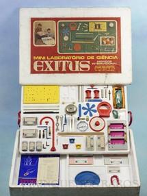 1. Brinquedos antigos - Encyclopaedia Britannica - Conjunto Mini-Laboratório de Ciência Exitus Mirador Internacional Década de 1970