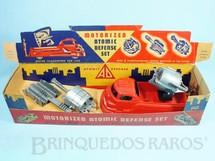 1. Brinquedos antigos - Archer Plastics - Conjunto Motorized Atomic Defence Set com Caminhão e três Armas intercambiáveis 24,00 cm de comprimento Década de 1950