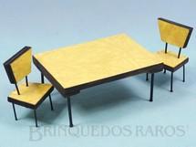 1. Brinquedos antigos - Sem identificação - Conjunto de Mesa e duas cadeiras Pés de Palito de Fórmica para Bonecas de 8,00 cm de altura Década de 1970