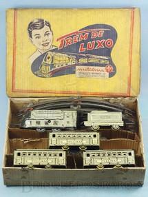1. Brinquedos antigos - Metalma - Conjunto Trem de Luxo com Locomotiva e três Carros de Passageiros Década de 1950