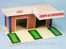 1. Brinquedos antigos - Estrela - Corpo de Bombeiros com base medindo 43,00 x 30,00 cm Ano 1979