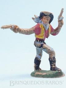 Brinquedos Antigos - Casablanca e Gulliver - Cowboy a pé com dois revolveres atirando para trás Gulliver década de 1970