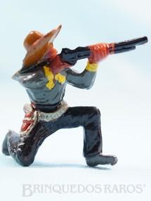 1. Brinquedos antigos - Casablanca e Gulliver - Cowboy ajoelhado atirando com rifle Casablanca Década de 1960