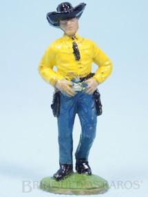 Brinquedos Antigos - Casablanca e Gulliver - Cowboy de pé com as mãos no cinturão Casablanca numerado 160 Década de 1960