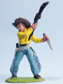 1. Brinquedos antigos - Casablanca e Gulliver - Cowboy lutando com rifle e faca Casablanca Numerado 121 Década de 1970