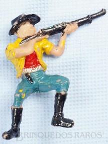 1. Brinquedos antigos - Casablanca e Gulliver - Cowboy Sentado atirando com rifle Casablanca numerado 131 Década de 1970