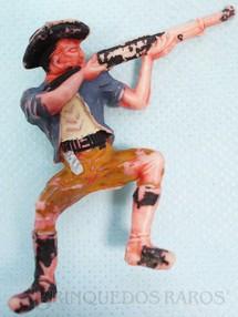 1. Brinquedos antigos - Casablanca e Gulliver - Cowboy Sentado atirando com rifle numerado 131 Distribuído pela Trol e pela Viocena Década de 1970