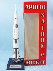 1. Brinquedos antigos - Cashulette Eng. - Foguete Saturn V Projeto Apollo com 33,00 cm de altura Década de 1960