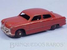 1. Brinquedos antigos - Dinky Toys - Ford Fordor Sedan vermelho Década de 1950
