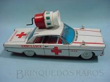 1. Brinquedos antigos - Modern Toys e Masudaya Toys - Ford Galaxie ambulância com sirene operacional na capota Década de 1970