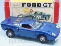 Brinquedos Antigos - Bandai - Ford GT com 26,00 cm de comprimento Motor iluminado Sistema Bate e Volta anda para e abre os Capôs do motor Década de 1970