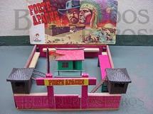 1. Brinquedos antigos - Casablanca e Gulliver - Conjunto Forte Apache medindo 44,00 x 44,00 cm de base Completo sem figuras Datado 13-6-75