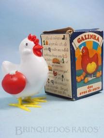 1. Brinquedos antigos - Rosita - Galinha dos ovos de ouro 8,50 cm de altura Coleção Carlos Augusto Década de 1970