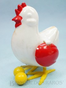1. Brinquedos antigos - Rosita - Galinha que põe ovos 7,50 cm de altura Década de 1970