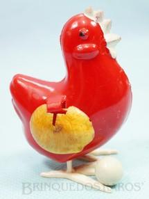 1. Brinquedos antigos - Rosita - Galinha que põe ovos 7,50 cm de altura Década de 1980