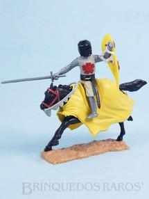 Brinquedos Antigos - Timpo Toys - Guerreiro Medieval a cavalo com Escudo e Espada Década de 1970