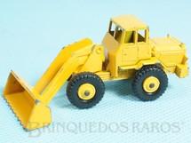 1. Brinquedos antigos - Matchbox - Hatra Tractor Shovel black plastic Regular Wheels amarelo