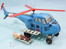1. Brinquedos antigos - Gama - Helicóptero Sikorsky H-19 Ambulância com uma Maca e Doente 22,00 cm de comprimento Década de 1960