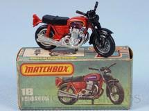 1. Brinquedos antigos - Matchbox - Hondarora vermelha Superfast Década de 1960