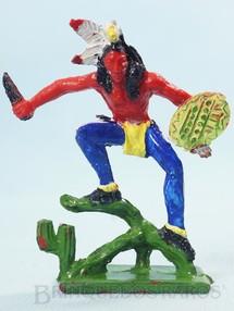 1. Brinquedos antigos - Educa - Índio de pé com Faca e Escudo 11,00 cm de altura Década de 1970