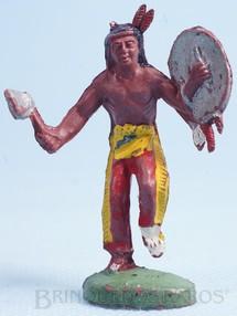 Brinquedos Antigos - Casablanca e Gulliver - Índio de pé com machado e escudo