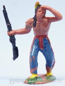 1. Brinquedos antigos - Casablanca e Gulliver - Índio de pé com rifle Casablanca numerado 105 Década de 1970
