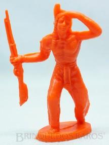 1. Brinquedos antigos - Casablanca e Gulliver - Índio de pé com rifle Plástico laranja Década de 1980