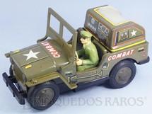 1. Brinquedos antigos - Modern Toys e Masudaya Toys - Jeep Willys Militar com 24,00 cm de comprimento Sistema Bate e Volta e Tela de TV com cenas de Batalha Década de 1970