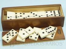 1. Brinquedos antigos - Sem identificação - Jogo de Dominó com 28 pedras brancas Década de 1950