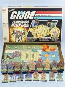 1. Brinquedos antigos - Milton Bradley Co. - Jogo G.I. Joe Commando Attack Game Comandos em Ação Perfeito estado Completo Figuras em tamanho natural Década de 1980