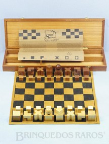1. Brinquedos antigos - Sem identificação - Jogo Xadrêz Bauhaus criado por Josef Hartwig em 1922 completo com tabuleiro de Camurça Brinde do Banco ABC Brasil