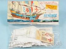 1. Brinquedos antigos - Aurora - Kit do Veleiro Revenge com 11,00 cm de comprimento Importado e distribuído pela Roly Toys Década de 1960