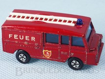 1. Brinquedos antigos - Matchbox - Land Rover Fire Truck Transitional Wheels Feuer