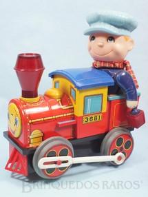 1. Brinquedos antigos - Modern Toys e Masudaya Toys - Locomotiva com Boneco Sistema Bate e Volta boneco com movimento na cabeça e no braço acende a Chaminé e a Lanterna 26,00 cm de altura Década de 1970