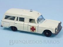 Brinquedos Antigos - Matchbox - Mercedes Benz Binz Ambulance black plastic Regular Wheels
