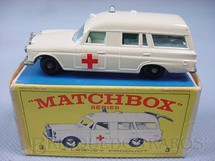 1. Brinquedos antigos - Matchbox - Mercedes Benz Binz Ambulance black plastic Regular Wheels