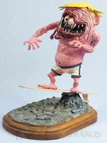 1. Brinquedos antigos - Revell - Monstro Surfink kit montado Ed Roth Década de 1960