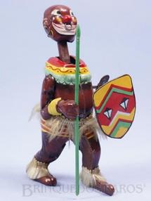 1. Brinquedos antigos - T.P.S. - Nativo Africano com Lança e Escudo 15,00 cm de altura Dança e movimenta a cabeça Década de 1960