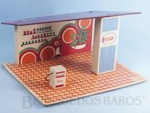 Brinquedos Antigos - Coluna - Posto de Gasolina Bandeira Esso com base de 25,0 x 20,0 cm e 14,00 cm de altura Década de 1970