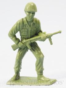 1. Brinquedos antigos - M.P.C. - Soldado americano avançando com Metralhadora Figura Matriz de soldado do Brinde Toddy Década de 1960