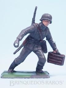 Brinquedos Antigos - Casablanca e Gulliver - Soldado com Caixa de Munição Uniforme Alemão da Segunda Guerra Mundial incompleto falta a metralhadora Década de 1970