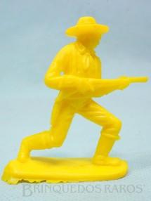 1. Brinquedos antigos - Casablanca e Gulliver - Soldado da Sétima Cavalaria avançando com rifle Plástico amarelo Década de 1980
