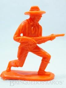 1. Brinquedos antigos - Casablanca e Gulliver - Soldado da Sétima Cavalaria avançando com rifle Plástico laranja Década de 1980