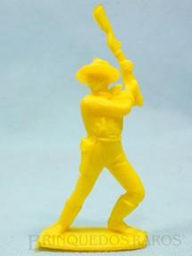 1. Brinquedos antigos - Casablanca e Gulliver - Soldado da Sétima Cavalaria de pé lutando com rifle Plástico amarelo Década de 1980