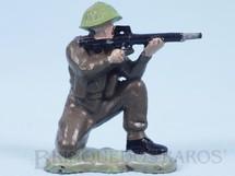 Brinquedos Antigos - Britains - Soldado inglês ajoelhado atirando com fuzil Figura Matriz de soldado do Brinde Toddy Década de 1960