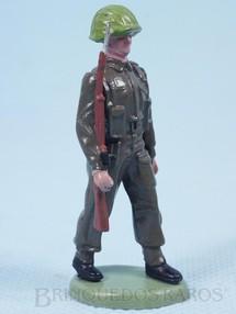 Brinquedos Antigos - Britains - Soldado inglês marchando com fuzil Década de 1960