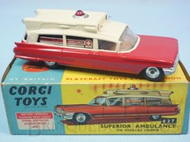 1. Brinquedos antigos - Corgi Toys - Superior Ambulance on Cadillac Chassis with flashing light Luz de emergência operacional Década de 1960