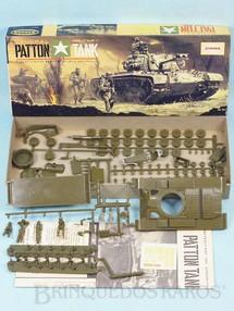 1. Brinquedos antigos - Aurora - Tanque de Guerra General Patton Tank caixa assinada Arte de John Steel Ano 1963
